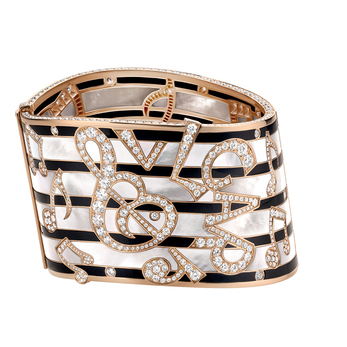 Cuff from the 'Wild Pop' collection in mother of pearl, onyx and diamonds in 18K rose gold