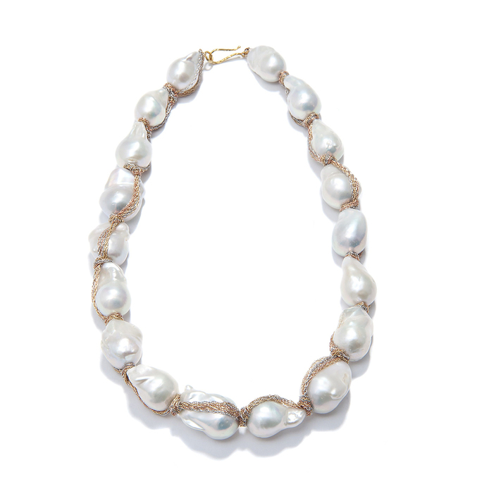 Necklace with white baroque pearls, wrapped in 18k yellow, rose and white gold chain