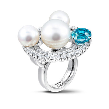 'Pearls and Gem' ring from the 'Spheres' collection with pearls, zircon and diamonds