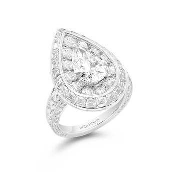 'Fougäre' ring with 2.02ct pear cut, tapered Carré cut and brilliant cut diamonds in white gold