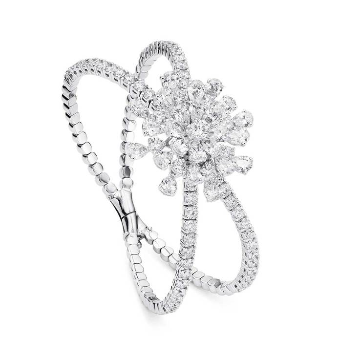 Fine jewellery bracelet with pear cut and brilliant cut diamonds totalling 7.5ct in 18k white gold