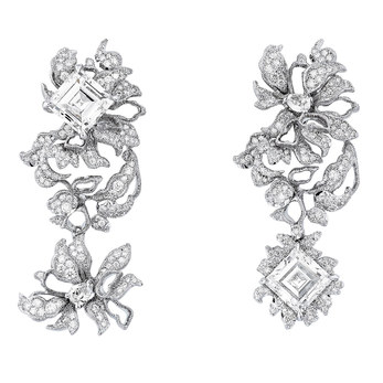 'Dentelle Guipure' earrings from the 'Dior Dior Dior' collection in Carré cut, brilliant cut and pear cut diamonds in 18k white gold