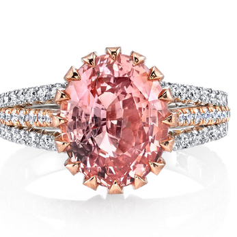 Ring with oval cut 5.73ct Padparadscha sapphire and diamonds in 18k rose gold and platinum