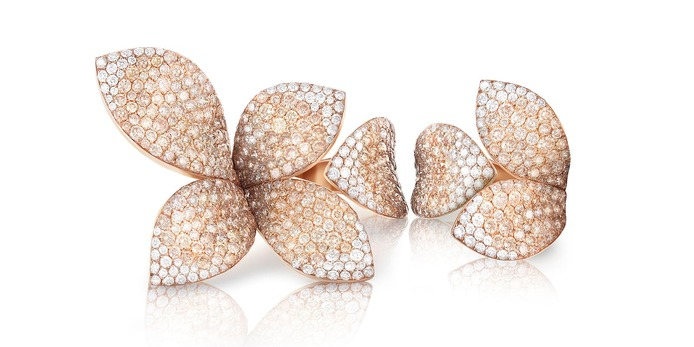 'Giardini Segreti ' rings with colourless and cognac diamonds in 18k rose gold