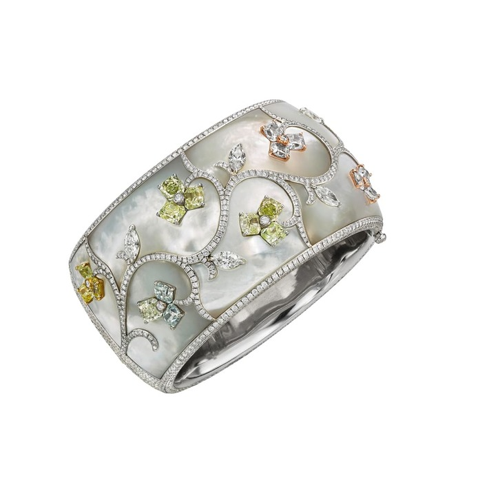 Cuff with yellow, blue, and green fancy coloured, intense coloured, colourless diamonds and mother-of-pearl in 18k white gold