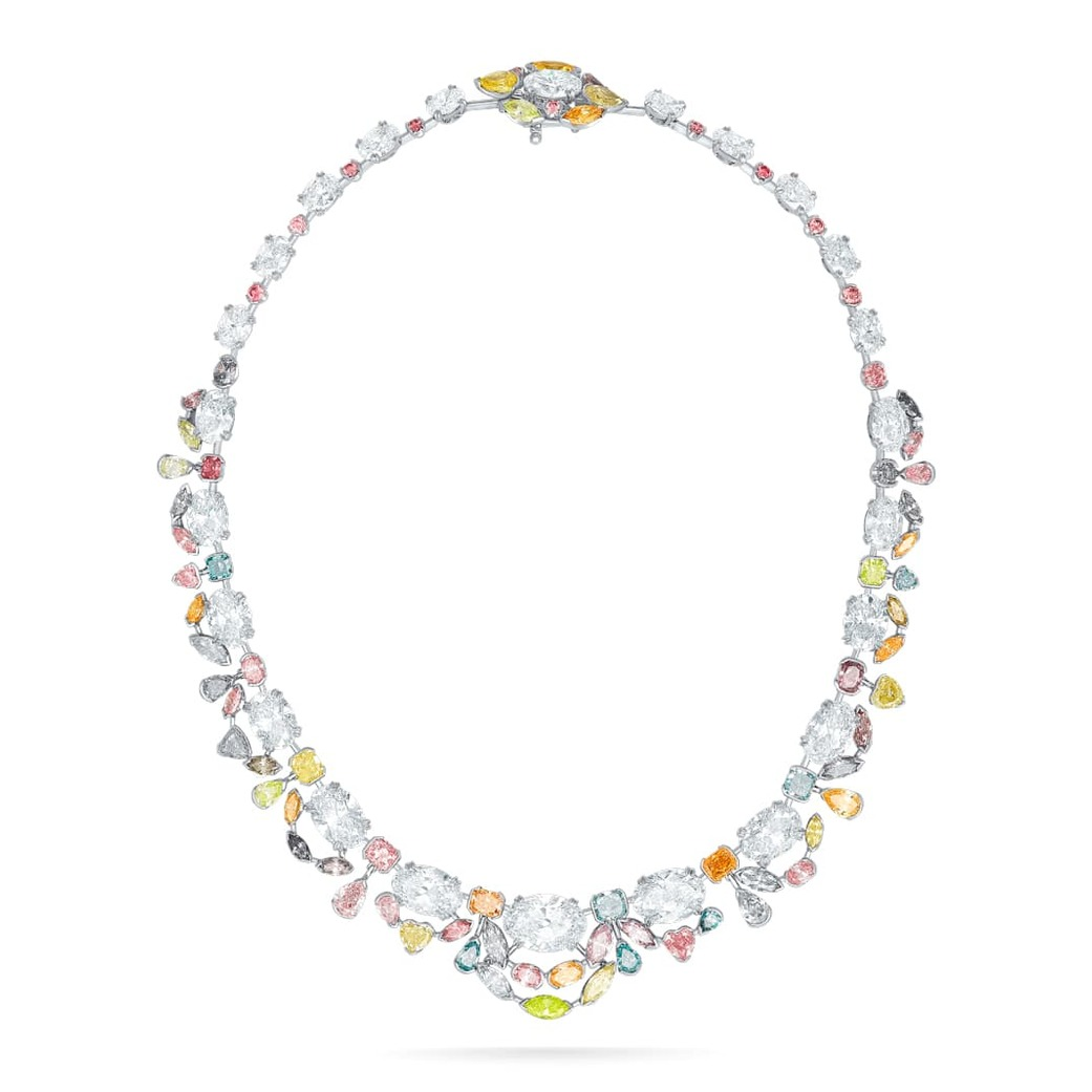 Necklace with 26.32ct coloured and 47.68ct colourless diamonds in platinum