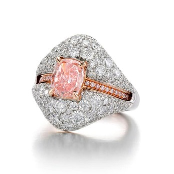 Ring with central 1.50ct cushion cut natural pink diamond in 18k rose gold, and a party jacket with 2.62ct of brilliant cut diamonds in 18k white gold and 18k rose gold