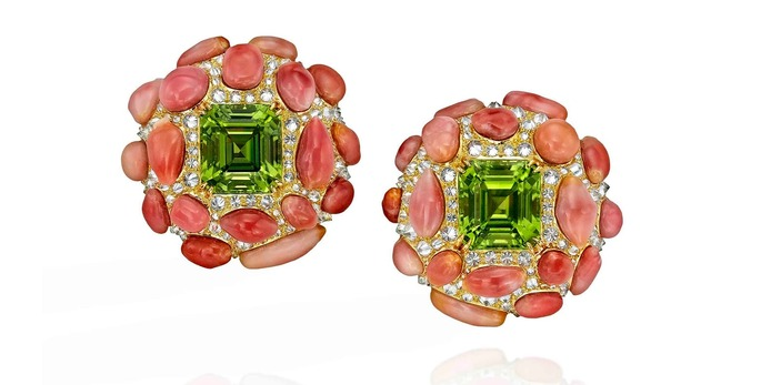 Earrings with peridot, conch pearls and diamonds in 18k yellow gold