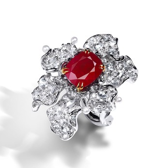 Ring with ruby and diamond in 18k white and yellow gold