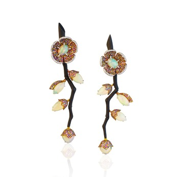 Earrings with opal in carbon fibre and gold